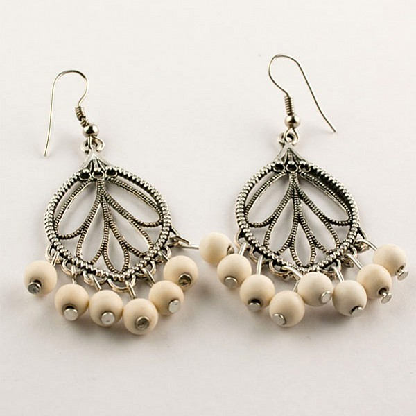 Earrings Creme colored pearls