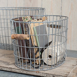 Oval basket with wooden handles