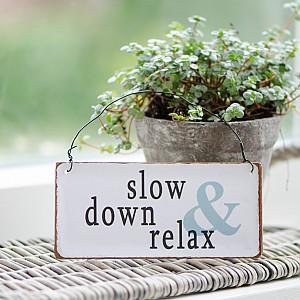 Metallskylt Slow down & relax