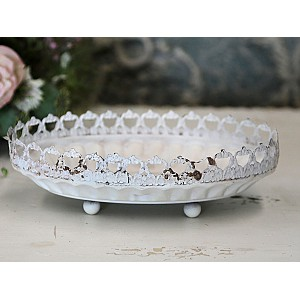Tray with lace edge