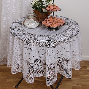Round Lace Oilcloth Olivia