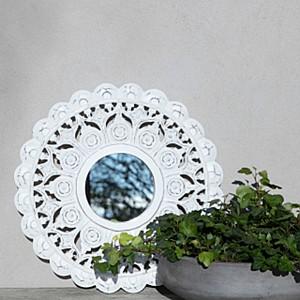 Majas Spegel Carves