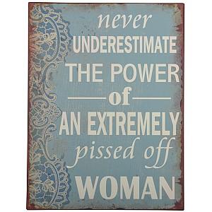 Skylt Never underestimate