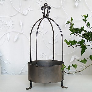 Outdoor candle holder with crown